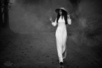 Người đẹp gây sốt với loạt ảnh cô đơn trong rừng