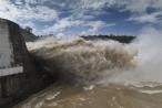 Hình ảnh dòng nước kỳ thú khi Thuỷ điện Hoà Bình xả lũ