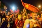 Việt Nam 2-0 Malaysia: Cổ động viên hoá trang thành Tôn ngộ không ăn mừng chiến thắng