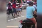 Clip: Thanh niên to khỏe cầm mũ bảo hiểm đánh vào đầu cô gái sau va chạm giao thông