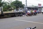 Tai nạn giao thông Plus: Người đàn ông chết thảm vì đi xe máy tông vào đuôi xe tải đậu bên đường