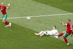 Ngã trong vòng cấm, C.Ronaldo đòi áp dụng công nghệ VAR