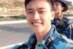 Chàng lính hải quân có nụ cười ấm áp gây 'sốt' mạng