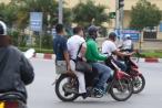 Ảnh: Muôn kiểu vi phạm luật giao thông của tài xế GrabBike