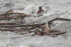 Siêu bão Mangkhut càn quét, làm đảo lộn cuộc sống của người dân Philippines