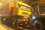 Xe container húc nhau văng 20m, tài xế tử vong thương tâm