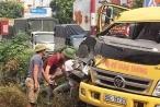 Hưng Yên: Tàu hỏa húc tung xe cứu hộ, tài xế may mắn thoát chết