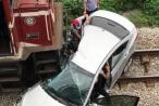 """Thông tin mới nhất vụ tàu hỏa """"húc"""" ô tô biến dạng khiến 5 người thương vong"""