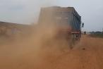 """Tây Ninh: Nhức nhối nạn xe quá tải chở cát """"cày nát"""" đường giao thông quanh hồ Dầu Tiếng"""