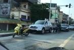 Clip màn 'đấu võ' của 2 tài xế sau va chạm giao thông