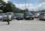 """Xe biển xanh """"lấp ló"""" ở lễ hội chùa Ba Vàng"""