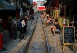 Quán cà phê 'thách thức tử thần', đông nghẹt khách Tây ở Hà Nội