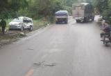 Tránh vào nhà dân, xe Inova vẫn bị xe tải 'điên' tông trực diện khiến 8 người thương vong