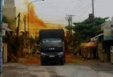Bình Dương: Xe chở axit rò rỉ, công an phong tỏa đường xử lý sự cố