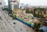 """Phá dỡ hai nhà tập thể cũ trên """"đất vàng"""" trung tâm Hà Nội"""