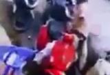 [Clip] : Người đàn ông đi SH giật túi xách, bị bắt quả tang vẫn lớn tiếng thách thức