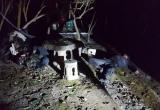 Hai tên trộm lao xe vào gốc cây sau khi bắt 4 con chó