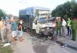 Thừa Thiên Huế: Xe tải tông vào đuôi xe container, 2 người tử vong