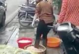 Hà Nội: Đi ủng rửa lòng lợn, quán ăn ở phố Hàng Thùng bị phạt gần 5 triệu