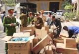 Bắc Giang: Tiêu hủy hơn 2 nghìn chai mỹ phẩm không rõ nguồn gốc