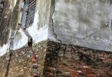 Hòa Bình: 8 căn nhà có nguy cơ sụp đổ về phía sông Đà