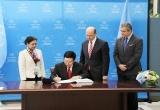 Việt Nam chính thức ký Hiệp ước Cấm vũ khí hạt nhân