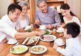 Người lớn tuổi ăn uống ngày Tết như thế nào