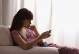 Đọc trộm tin nhắn trên điện thoại có thể bị phạt tù đến 3 năm