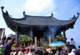Những đền chùa xin tài lộc linh thiêng Phật tử ùn ùn đi lễ đầu năm