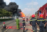 Xe bồn cháy ngùn ngụt trên xa lộ Hà Nội, giao thông ùn tắc hơn 3 km