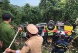 Clip hiện trường công tác cứu hộ vụ xe khách chở sinh viên lật trên đèo Hải Vân