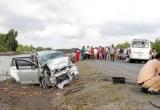 Hai ôtô đối đầu, 11 người bị thương