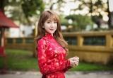 Thiếu nữ Sài Gòn duyên dáng trong tà áo dài chờ đón Xuân sang
