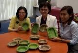 Người Thái phát minh ra chiếc bát làm từ lá cây, thay thế cho hộp đựng thức ăn bằng xốp độc hại