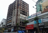 """Cận cảnh tòa 'chung cư hoang"""" 131 Thái Hà"""
