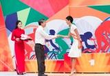 Hoa hậu H'Hen Niê mang xe đạp cá nhân chạy đua cùng các bạn trẻ nhân ngày 30/04