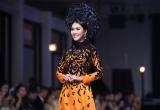 Tường Linh diện áo dài cưới, đốt cháy sàn diễn thời trang với vị trí vedette