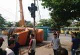 Nam Định: Xe container lật nghiêng, đè bẹp chiếc ô tô 4 chỗ