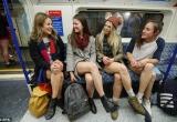 Giới trẻ thích thú hưởng ứng ngày hội 'Không mặc quần đi tàu điện'