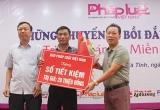 Báo PLVN tặng sổ tiết kiệm cho cán bộ Tư pháp xã đặc biệt khó khăn