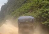 Xe quá tải chở cát khai thác trái  phép ngang nhiên hoạt động