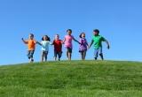 Trẻ đi chân trần học giỏi hơn trẻ mang giày