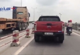 Cầu Thanh Trì: Người điều khiển phương tiện thô sơ đánh cược mạng sống vì ô tô đi sai làn