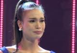 Thí sinh dân tộc bật khóc nức nở khi bị chất vấn về dự án Người đẹp Nhân ái