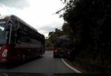 Clip: Xe khách Thành Bưởi vượt ẩu khiến xe tải lao xuống rãnh trên đèo Bảo Lộc