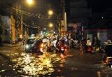 TP HCM: Sau mưa lớn, đường lại biến thành sông