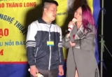 Clip: Mỹ Tâm dừng xe, lên sân khấu vỉa hè hát cùng người khuyết tật