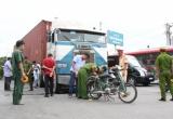 Bình Dương: Hai vợ chồng thương vong dưới bánh xe container