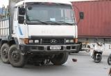 Bình Dương: Bị xe tải cuốn vào gầm, 2 người phụ nữ thương vong