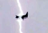 Video: Máy bay Nga bị sét đánh trúng khi vừa cất cánh khỏi sân bay
